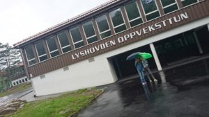 Lyshovden skole (nå oppveksttun)