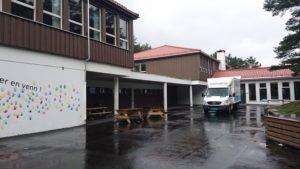 Lyshovden skole, skolegården